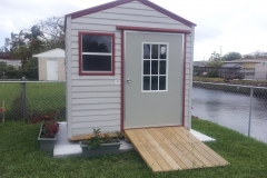 8' wide Bungalow with Ramp and Bahama Door